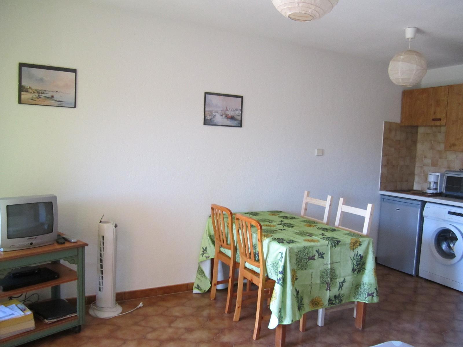 vente vente appartement 2 pi ces avec parking port d 39 hy res. Black Bedroom Furniture Sets. Home Design Ideas